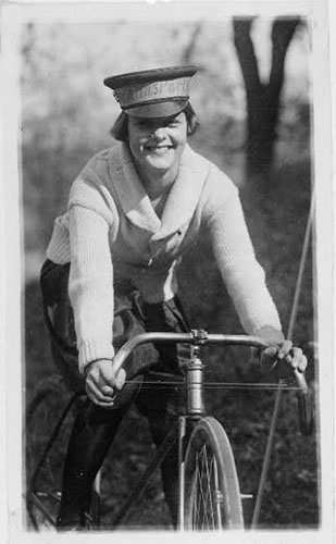 Female bicycle messenger
